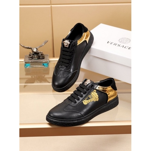 Versace Casual Shoes For Men #810179