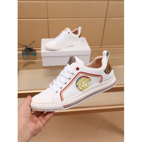 Versace Casual Shoes For Men #810181