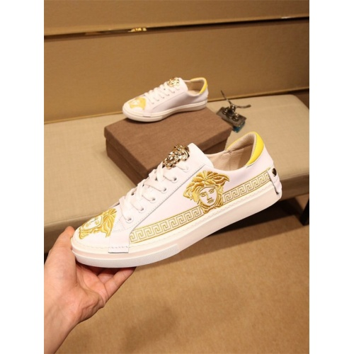Versace Casual Shoes For Men #810184