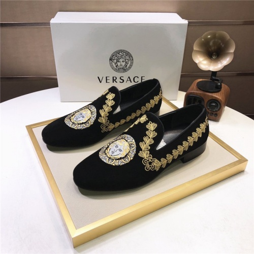 Versace Leather Shoes For Men #810919