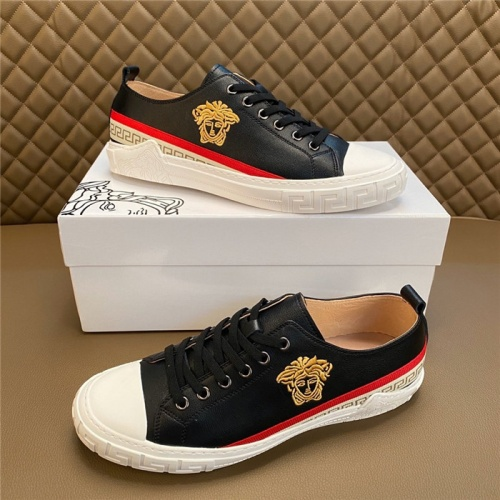 Versace Casual Shoes For Men #810925