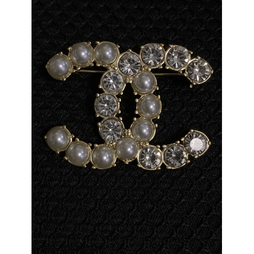 Chanel Brooches #811175