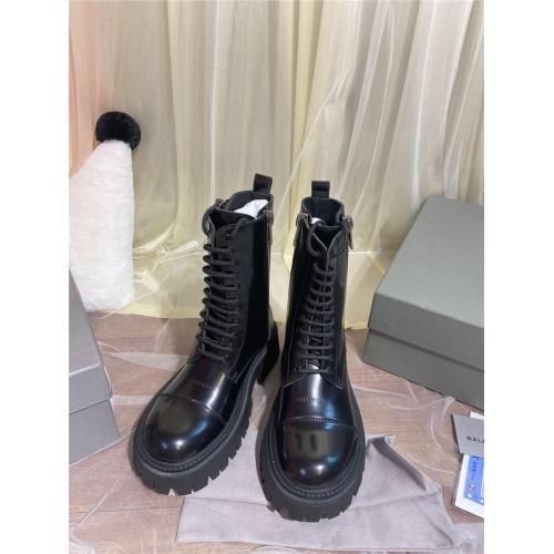 Balenciaga Boots For Women #811317