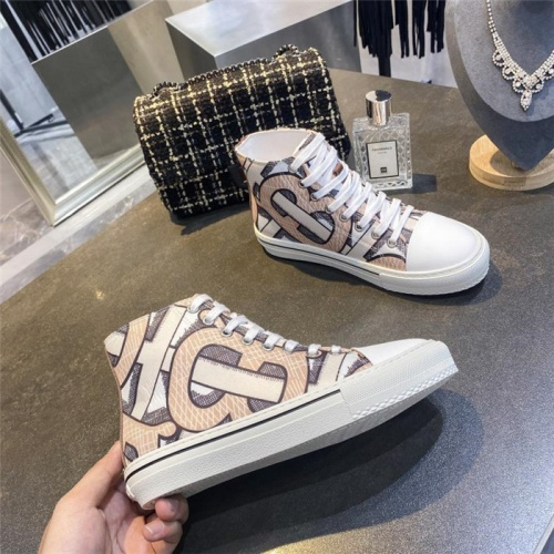 Burberry High Tops Shoes For Men #811323