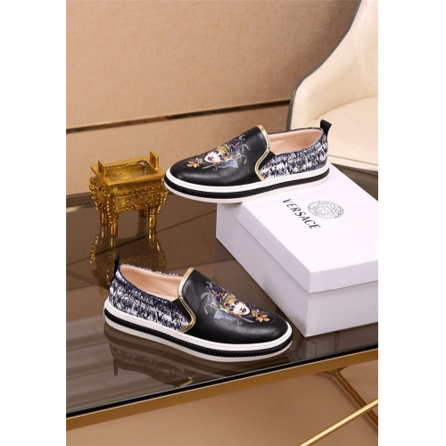 Versace Casual Shoes For Men #812052