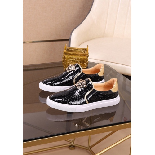 Versace Casual Shoes For Men #812526