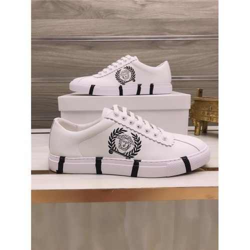 Versace Casual Shoes For Men #812529