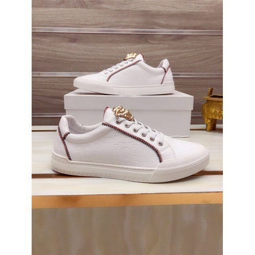 Versace Casual Shoes For Men #812533