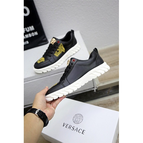Versace Casual Shoes For Men #813276