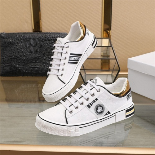 Versace Casual Shoes For Men #813344