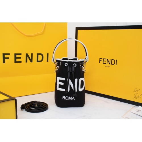 Fendi AAA Messenger Bags For Women #814013