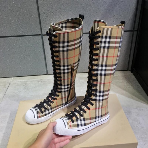 Burberry Boots For Women #814356
