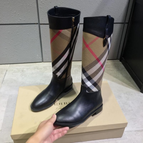 Burberry Boots For Women #814365