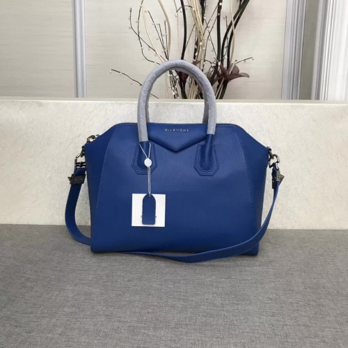 Givenchy AAA Quality Messenger Bags #815550