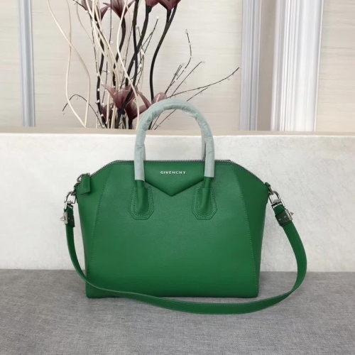 Givenchy AAA Quality Messenger Bags #815555