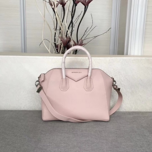 Givenchy AAA Quality Messenger Bags #815560
