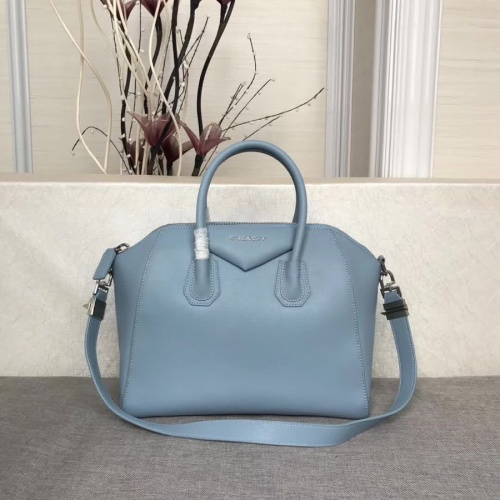 Givenchy AAA Quality Messenger Bags #815562