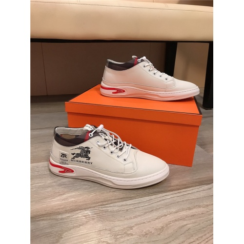 Burberry Casual Shoes For Men #817271