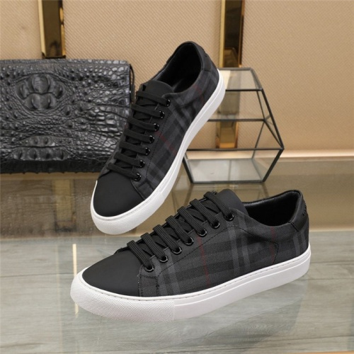 Burberry Casual Shoes For Men #817361