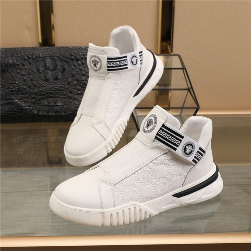 Versace Casual Shoes For Men #817953