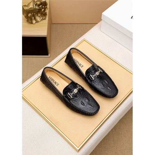Versace Casual Shoes For Men #818197