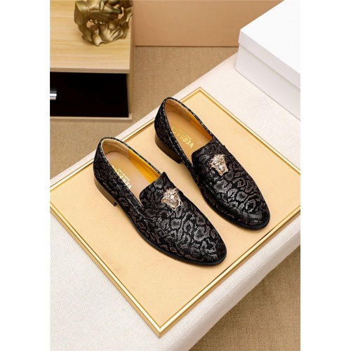 Versace Leather Shoes For Men #818202
