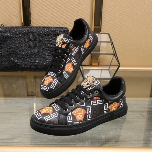 Versace Casual Shoes For Men #818272