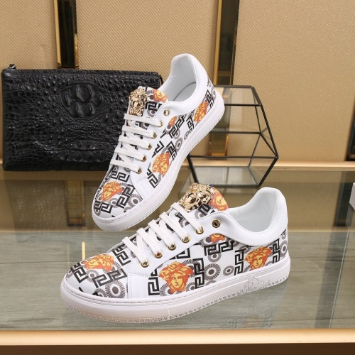 Versace Casual Shoes For Men #818273