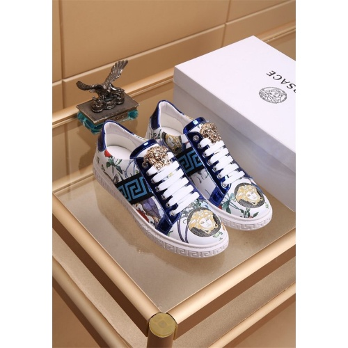 Versace Casual Shoes For Men #819023