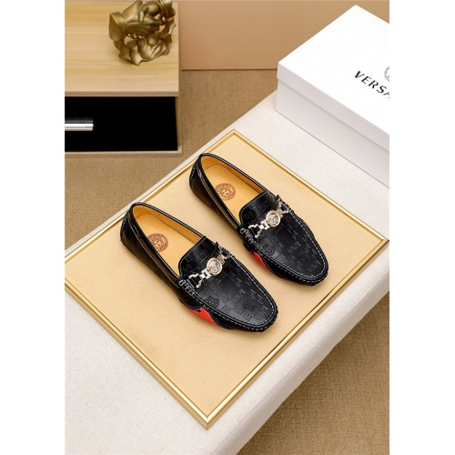 Versace Casual Shoes For Men #819373