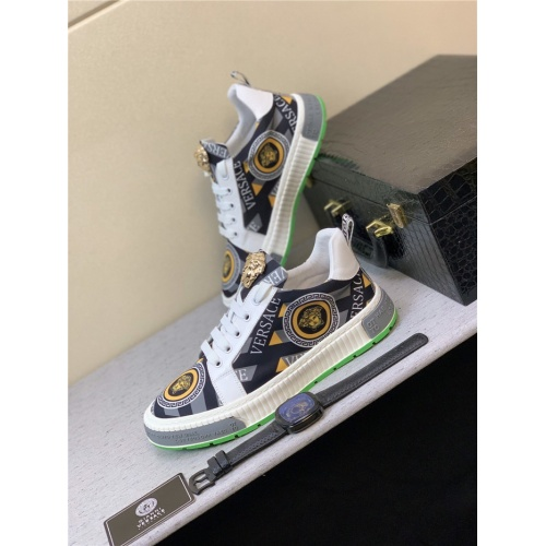 Versace Casual Shoes For Men #819378