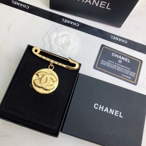 Chanel Brooches #819806