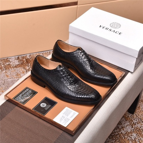 Versace Leather Shoes For Men #820043