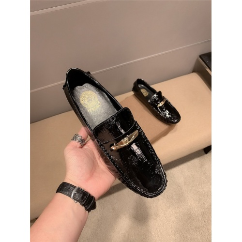 Replica Versace Casual Shoes For Men #820335 $68.00 USD for Wholesale