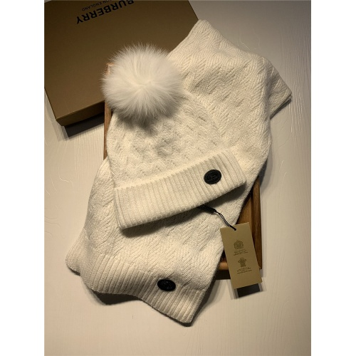 Burberry Scarf & Hat Set #820557