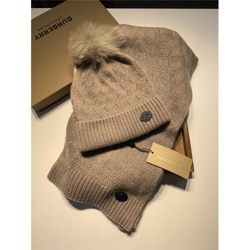 Burberry Scarf & Hat Set #820559