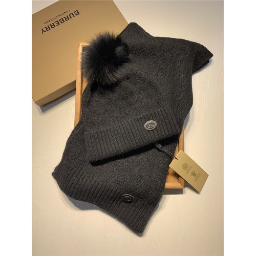 Burberry Scarf & Hat Set #820560