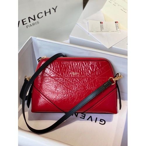 Givenchy AAA Quality Messenger Bags For Women #820568