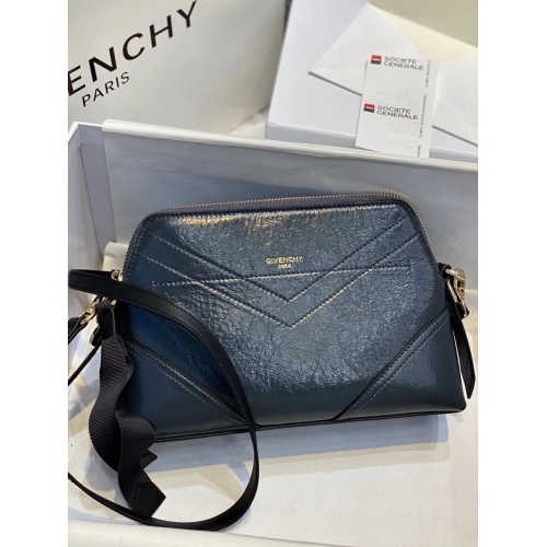 Givenchy AAA Quality Messenger Bags For Women #820570