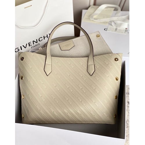 Givenchy AAA Quality Handbags For Women #820578