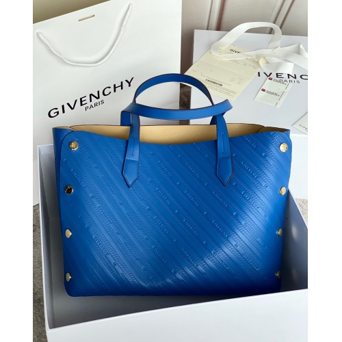 Givenchy AAA Quality Handbags For Women #820579