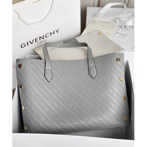 Givenchy AAA Quality Handbags For Women #820582