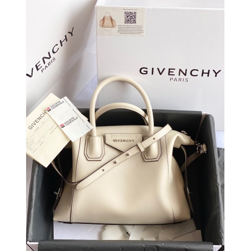 Givenchy AAA Quality Handbags For Women #820600