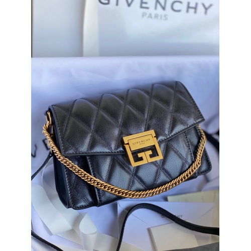 Givenchy AAA Quality Messenger Bags For Women #820612
