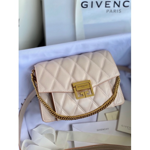 Givenchy AAA Quality Messenger Bags For Women #820615