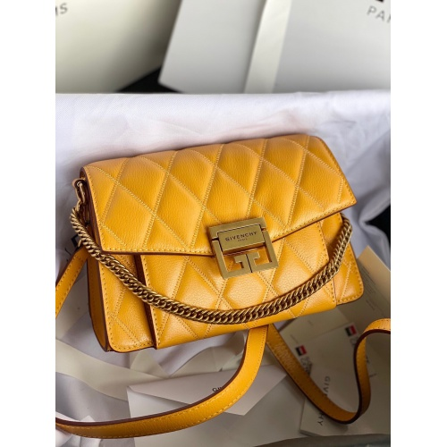 Givenchy AAA Quality Messenger Bags For Women #820617