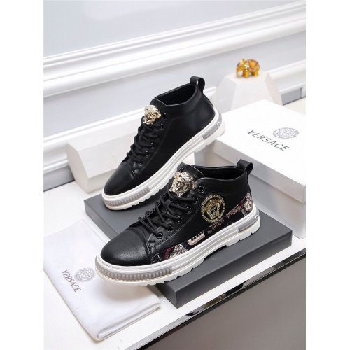 Versace Casual Shoes For Men #820940