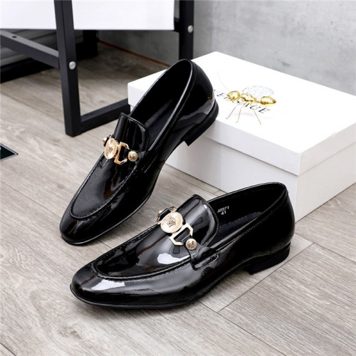 Versace Leather Shoes For Men #821047