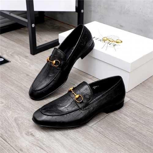 Versace Leather Shoes For Men #821049