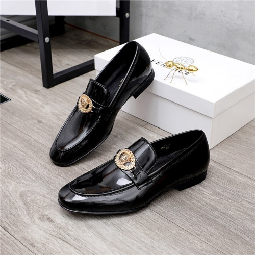 Versace Leather Shoes For Men #821050